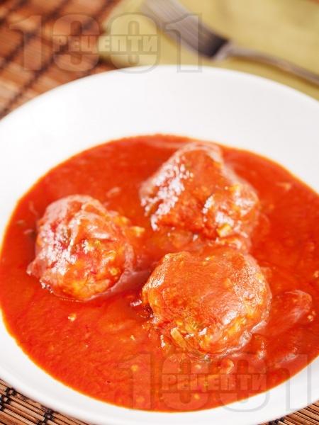 Италиански кюфтета с телешка кайма и рикота в доматен сос - снимка на рецептата
